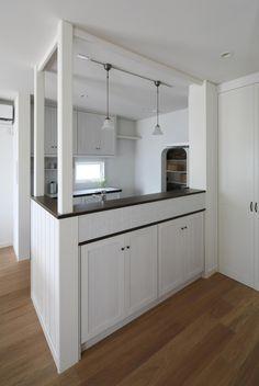 リフォーム・新築問わずキッチンの場合、対面式キッチンご希望される方は多いと思いますが、片付いていないところまで見えてしまうという印象があります。その点、ハイカ…