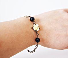 Antique Bronze Bracelet. Yellow Flower Bracelet. Black Crystal Ball Bracelet. Perfect women gift de dequitaypon en Etsy