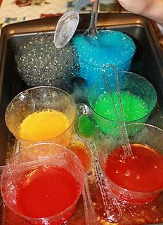 Mom to 2 Posh Lil Divas: Fizz, Bubble & Pop! Experimenting with Vinegar + Baking Soda This mom just has too much fun with her kids! Kid Science, Science Experiments Kids, Preschool Science, Science Activities, Science Ideas, Science Projects, Science Party, Indoor Activities, Science Week