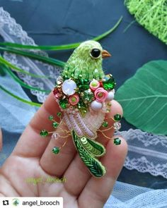 Ideas para inspirarse 👌 – Jadewoman – The World Embroidery Motifs, Bead Embroidery Jewelry, Embroidery Fashion, Beaded Embroidery, Embroidery Designs, Beaded Jewelry, Beaded Crafts, Jewelry Crafts, Art Perle