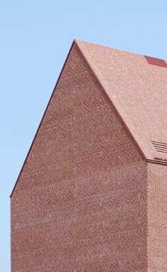 Towards the motorway and the inland port, the NRW State Archive presents itself as a prominent brick building