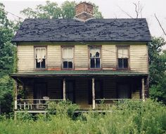 Old Farm House J. I love the proportions of this building .and the veranda. Abandoned Farm Houses, Old Abandoned Buildings, Old Farm Houses, Abandoned Mansions, Old Buildings, Abandoned Places, Abandoned Castles, Beautiful Buildings, Beautiful Homes