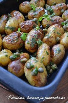 Keittiössä, kotona ja puutarhassa: Paahdettu perunasalaatti Potato Salad, Side Dishes, Roast, Food And Drink, Potatoes, Vegetarian, Fish, Vegetables, Potato
