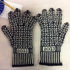 Ravelry: BlackberryTea's Sanquhar Gloves (サンカ手袋)