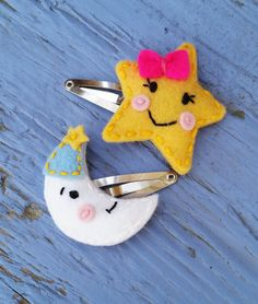 Items similar to Wool Felt Good Night Friends - Shining Star and Friendly Moon ( Medium Size Snap Clip ) Set of Two on Etsy Felt Hair Accessories, Felt Keychain, Good Night Friends, Felt Crafts Diy, Felt Hair Clips, Felt Bows, Barrettes, Diy Hair Bows, Felt Fabric