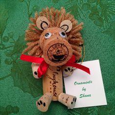 Wine Cork Lion Ornament Cork Lion Ornament by OrnamentsbyShanaShop on Etsy Wine Cork Wreath, Wine Cork Ornaments, Wine Cork Art, Snowman Ornaments, Wine Craft, Wine Cork Crafts, Wine Bottle Crafts, Wooden Crafts, Recycled Crafts