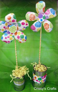 Flowers from recycled water bottles!! This would be great for flower beds..or kids to give to Nanny :)