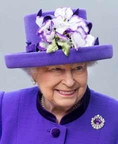 Queen Elizabeth, Nov 24, 2016 in Angela Kelly | Royal Hatas