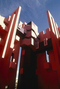 Clásicos de Arquitectura: La Muralla Roja / Ricardo Bofill,Usuario de Flickr: rbta2009. Used under <a href='https://creativecommons.org/licenses/by-sa/2.0/'>Creative Commons</a>