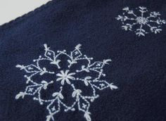 free snowflake embroidery pattern here: Idea for Christmas Napkins