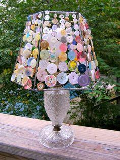 basteln mit knöpfen Tischlampe sehr kreativ