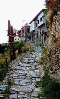 Makrinitsa village in Pelion, Thessaly, Greece Beautiful Islands, Beautiful World, Beautiful Places, Myconos, Hiking Europe, Paradise On Earth, Greece Travel, Crete, Greek Islands