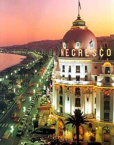 Le Negresco Hotel on the Promendade des Anglais, Nice, France (via My Travelogue - Resorts and Hotels )