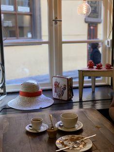 Artisan Cafe & Bristot in Old Town Prague. Artisan Cafe, Tourist Info, Dublin Airport, Visit Prague, Old Town Square, Prague Castle, Travel Alone, Solo Travel, Light In The Dark