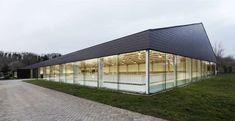 see through indoor arena  -  www.pegasebuzz.com | Dream barn : Fursan Equestrian Center, Chantilly.