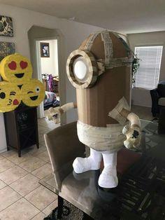 Cardboard Mask, Cardboard Sculpture, Paper Mache Sculpture, Cardboard Crafts, Minion Party, Minion Pinata, Anna Disney, Paper Mache Crafts, Newspaper Crafts