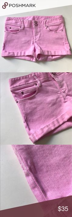 """Lilly Pulitzer pink shorts Lilly Pulitzer shorts. Size 6. Inseam measures 2.5"""" (sewn cuffed). Rise measures 8"""". Waistband measures 31"""". Five pockets. Zipper and two button closure. Small gray mark along the right side seam. Please see photo. Other than that this is in very good used condition! 🚫NO TRADES🚫 💲Reasonable offers accepted💲 💰Ask about bundle discounts💰 Lilly Pulitzer Shorts Jean Shorts"""