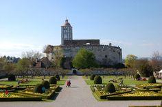 Schallaburg sett fra hagen foran slottet. Foto: Arnold Weisz ©