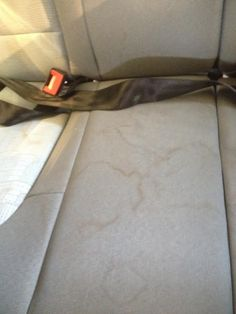 http://dampfsauger.de/blog/dampfsauger-beim-einsatz-der-auto-aufbereitung/ Autositze vor Reinigung mit dem Dampfsauger