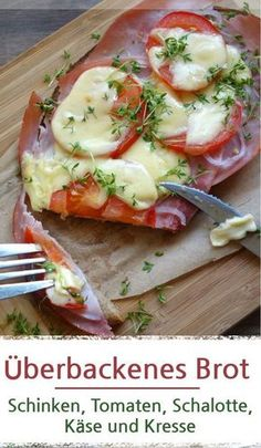 Überbackenes Brot mit Schinken und Tomaten Baked bread with ham and tomato Ingredients: Slice of bread Butter (no must) cooked ham Tomato shallot cheese, here [. Oven Pork Chops, Juicy Pork Chops, Baked Pork Chops, Quick Pork Chop Recipes, Crockpot Recipes, Tea Recipes, 1000 Calories, Pain Garni, Healthy Pork Chops