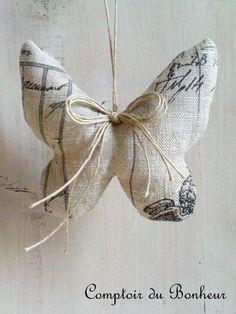 Linen Butterfly / Sachet or Ornament Burlap Crafts, Fabric Crafts, Sewing Crafts, Diy And Crafts, Sewing Projects, Butterfly Ornaments, Butterfly Crafts, Fabric Butterfly Diy, Simple Butterfly