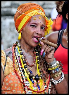 Isn't she adorable! - D (Havana Lady - Cuba - of course the women smoke cigars - it's Cuba) Women Smoking Cigars, Cigar Smoking, Smoking Room, We Are The World, People Around The World, Don Corleone, Cuban People, Havanna, Yoruba
