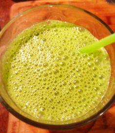 Green Morning Smoothie (from 21 Day Sugar Detox, balancedbites.com)