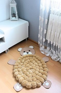 Diy Crafts - The sweet beige bear rug is a great nursery decoration. This bear pom pom rug consists over 80 fluffy pom poms. Each pom pom is twice sew Pom Poms, Pom Pom Rug, Pom Pom Crafts, Yarn Crafts, Diy And Crafts, Diy Carpet, Rugs On Carpet, Cheap Carpet, Nursery Rugs