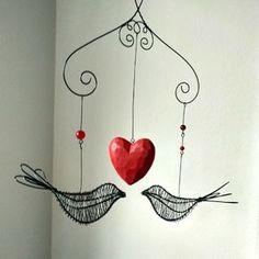 jen+my+dva+...+drátovaný+závěs+ptakoší+ptakoši+se+pěkně+pohupují+a+vykouzlí+Vám+úsměv+na+tváři+...+dva+drátovaní+ptakoši+v+délce +17+cm,+velké+dřevěné+srdce+o+velikosti+8+cm,+skleněné+kuličky+ramínko+má+rozteč+27+cm,+celková+výška+závěsu+včetně+háku+66+cm+...+drát+je+ošetřen,+přesto+doporučuji+vnitřní+prostory,+venku+chytne+časem+rezavou+patinu...