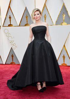 Kirsten Dunst's high-low hem showed off some pretty amazing shoes underneath a voluminous skirt.<em>(Photo: Getty Images)</em>