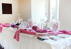 #Schwarz #Weiß #Pink und #Rosa - dass sind die Hauptfarben bei dieser #Candybar - #stilvolle #Etageren runden das ganze #Konzept ab