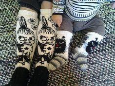 Suomi on miljoonien villasukkien maa – kuvaa meille omasi Knitting Socks, Knit Socks, Mittens, Knit Crochet, Gloves, Projects, Fashion, Tejidos, Breien