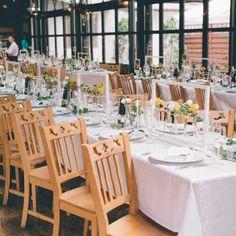 Aranjament strctural pentru decorul de masa Joy Un decor de masa simplu, elegant si rafinat, care este compus din structuri de rame albe prevazute