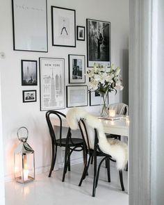 Wall of frames Room Inspiration, Interior Inspiration, Home And Living, Living Room, Interior Decorating, Interior Design, Scandinavian Home, Home Decor Furniture, Home Fashion