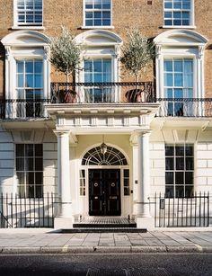http://2.bp.blogspot.com/-woAlwUEIi0c/UmbmCRf6iWI/AAAAAAABDsI/Sbiz6wq6zlA/s1600/jo+malone+london+rose+uniacke+001.jpg           Beautiful London home!!