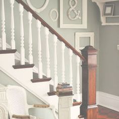 staircase wood/white and wall colour