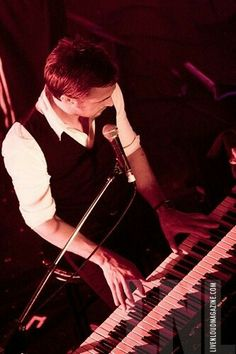 does ryan gosling know how to play piano
