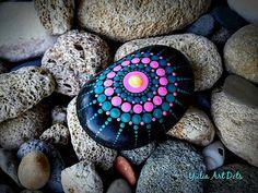 "370 Beğenme, 2 Yorum - Instagram'da Yulia (@yuliart.dots): ""#YuliaArtDots #etsy #etsyshops #paintedstone #pebble #black rock #stone #dots #dotart #dotting…"""