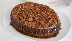 Slow-Cooker Turtle Upside-Down Cake. Chocolate cake baked in the slow cooker with a layer of gooey caramel in the middle. Oh and frosting and more caramel and pecans on top. Slow Cooker Desserts, Slow Cooker Cake, Crock Pot Desserts, Slow Cooker Recipes, Crockpot Ideas, Slow Cooking, Cake Recipes, Dessert Recipes, Muffins