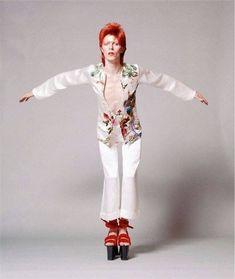 vezzipuss.tumblr.com — David Bowie, Photo @ Masayoshi Sukita, Circa 73. ⛩