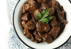 Leśny gulasz z jelenia z grzybami - Przepis - Fooder.pl - Twoje wszystkie ulubione przepisy w jednym miejscu! Steak, Beef, Food, Meat, Essen, Steaks, Meals, Yemek, Eten
