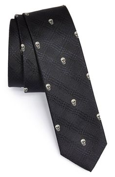 A mortal tie to remind others how precious time is. The question is how to tie a knot to display Yorick.