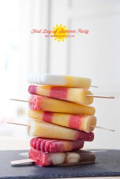 Mix and Match Popsicles - Real fruit, real delicious Frozen Desserts, Frozen Treats, Just Desserts, Fruit Popsicles, Homemade Popsicles, Mantecaditos, Popsicle Recipes, Popsicle Molds, Popsicle Sticks