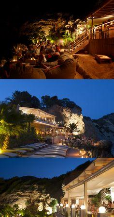 Zo tof om mooie foto's te zien van onze Outbag zitzakken, vooral als ze op zo'n prachtige plek staan als bij Amante Beach Club in Ibiza!!!
