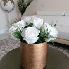 Preserved white roses arranged in a glass bronze vase. Fitting perfectly in any neutral interior decor Floral Centerpieces, Flower Arrangements, White Roses, Pink Roses, Evergreen Flowers, Hydrangea Vase, Rose Price, Preserved Flowers, Red Carnation