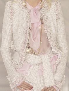 wink-smile-pout:Chanel Spring 2004 Details