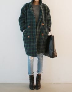 street style inspo: light blue distressed jeans, ankle heeled boots oversized checkered coat chic british style