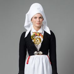 Traditional Norwegian folk costumes - Page 5 History Of Norway, Folk Costume, Costumes, Rite De Passage, Norwegian Clothing, Cultural Appropriation, Traditional Dresses, Celebs, Culture