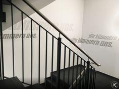 Wandgestaltung treppenhaus bilder  Corporate Identity - Firmenlogo und Slogan als Wandgestaltung im ...