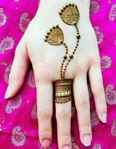 Explore latest Mehndi Designs images in 2019 on Happy Shappy. Mehendi design is also known as the heena design or henna patterns worldwide. We are here with the best mehndi designs images from worldwide. Henna Hand Designs, Latest Finger Mehndi Designs, Mehndi Designs For Girls, Mehndi Designs 2018, Mehndi Designs For Beginners, Modern Mehndi Designs, Mehndi Designs For Fingers, Mehndi Design Pictures, Beautiful Mehndi Design